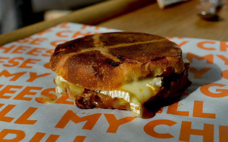 hot cross bun toastie at grill my cheese | london on the inside