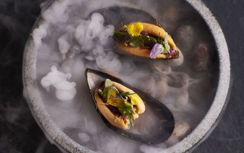 Smoked mussle, red onion, herbs | London on the Inside